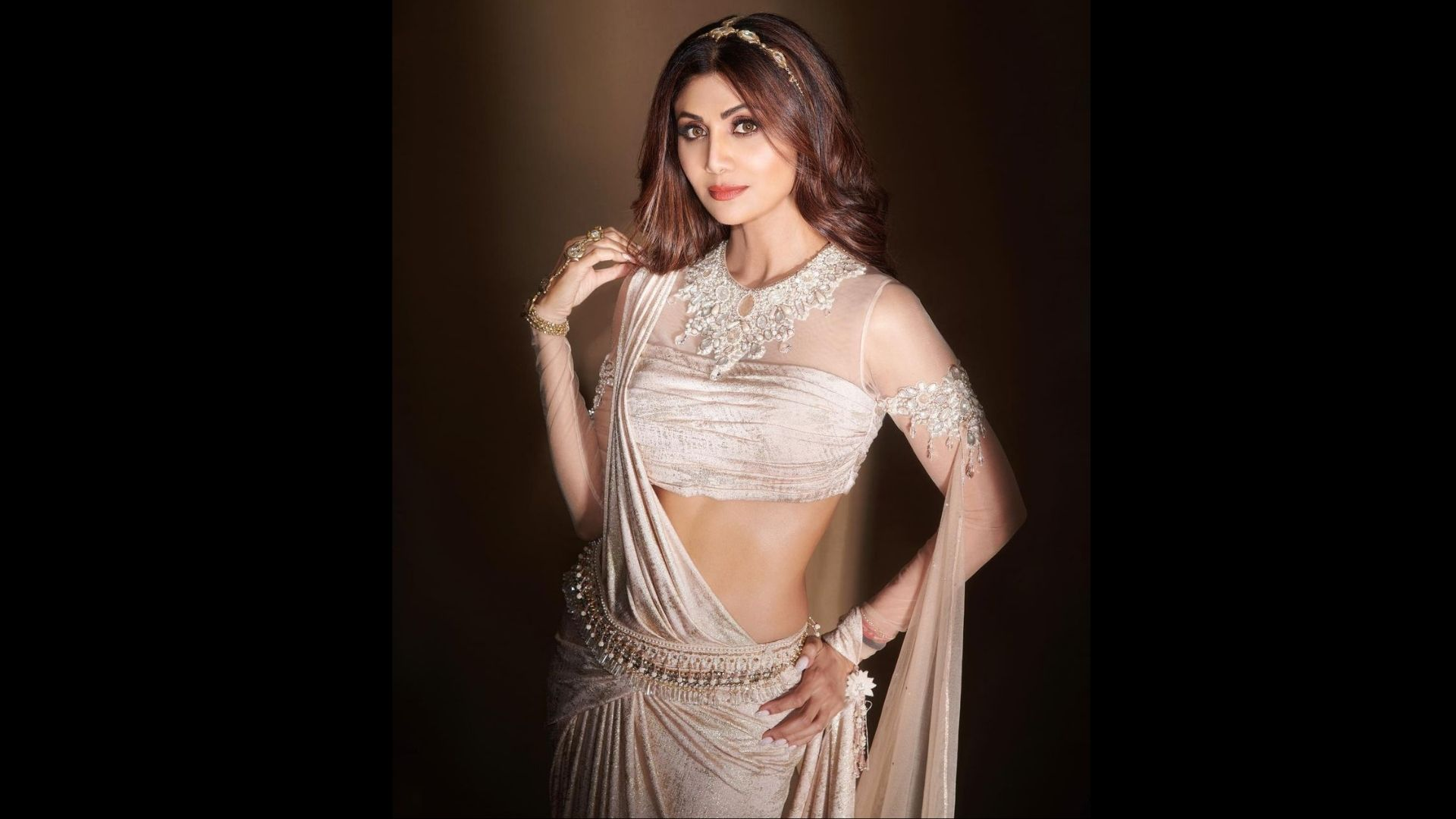 Super Dancer 4 Finale: Shilpa Shetty Looks No Less Than A Goddess In A White Saree; Its Price Can Sponsor You A Luxurious Bangkok Trip