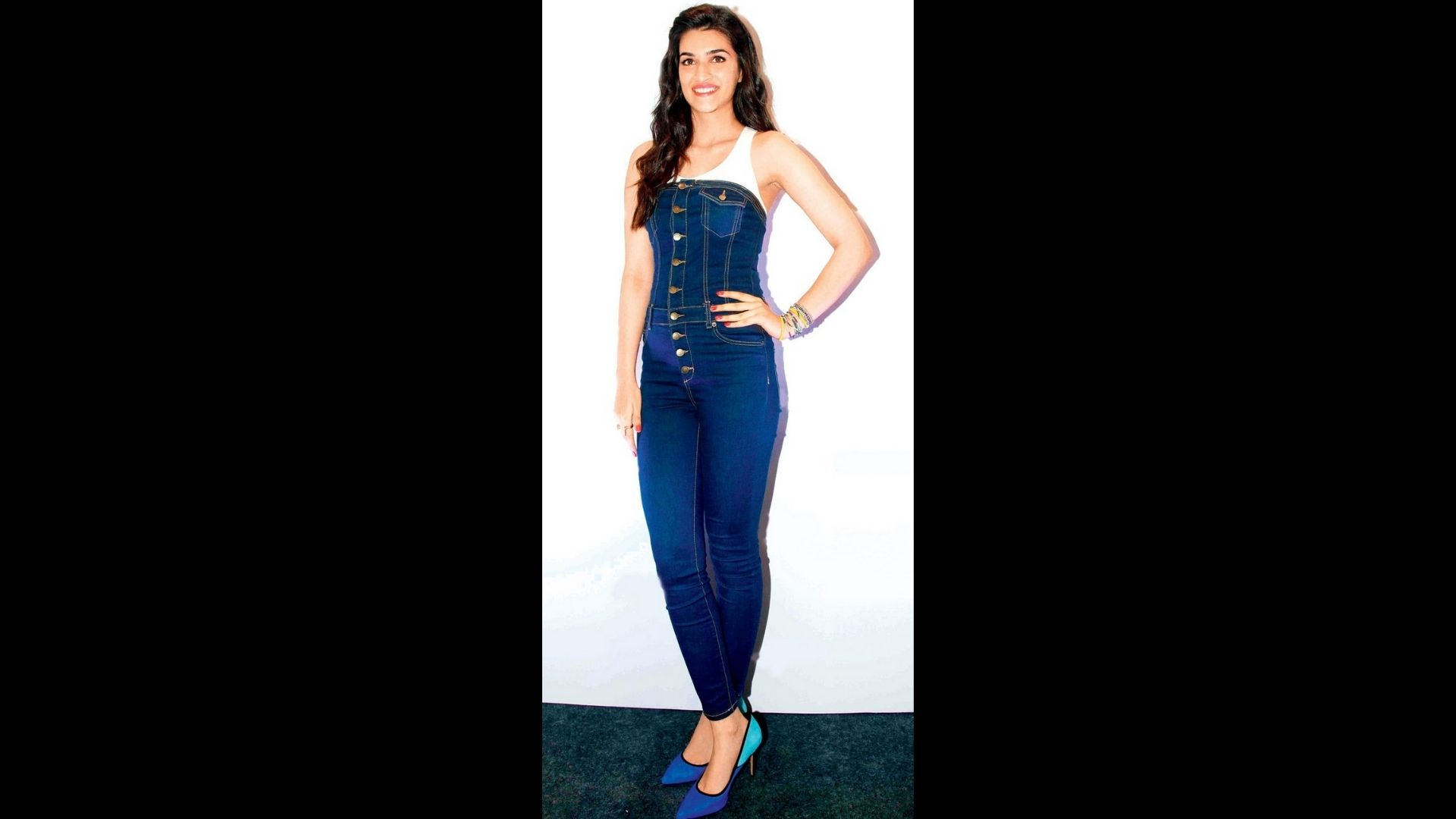 Kriti Sanon Looks Scintillating And Classic In Her Tube Denim Jumpsuit; Serves The Best Outfit For Lunch Date