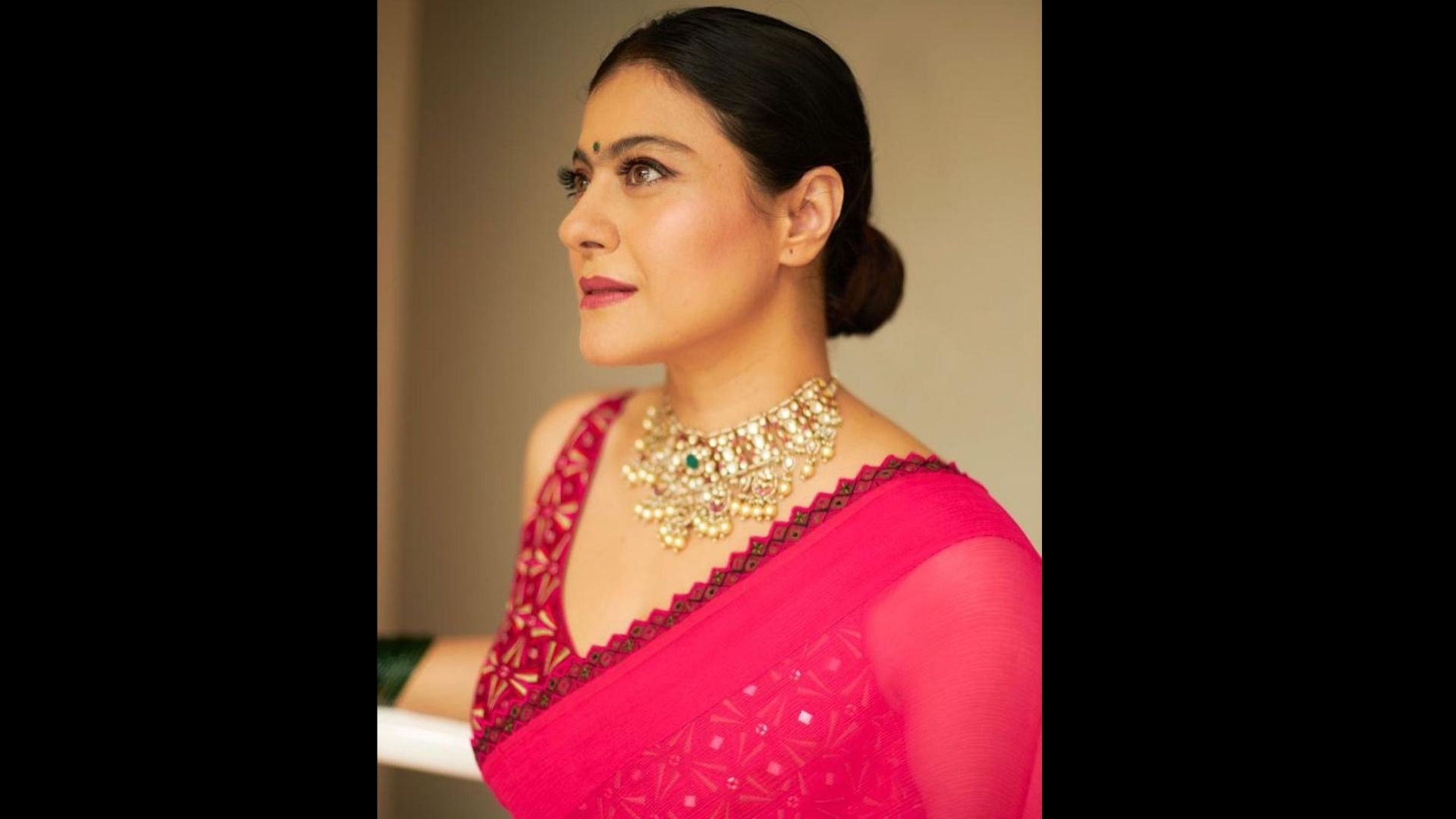 Kajol Breaks Down After Meeting Her Uncle At A Durga Pooja Pandal – Watch VIDEO