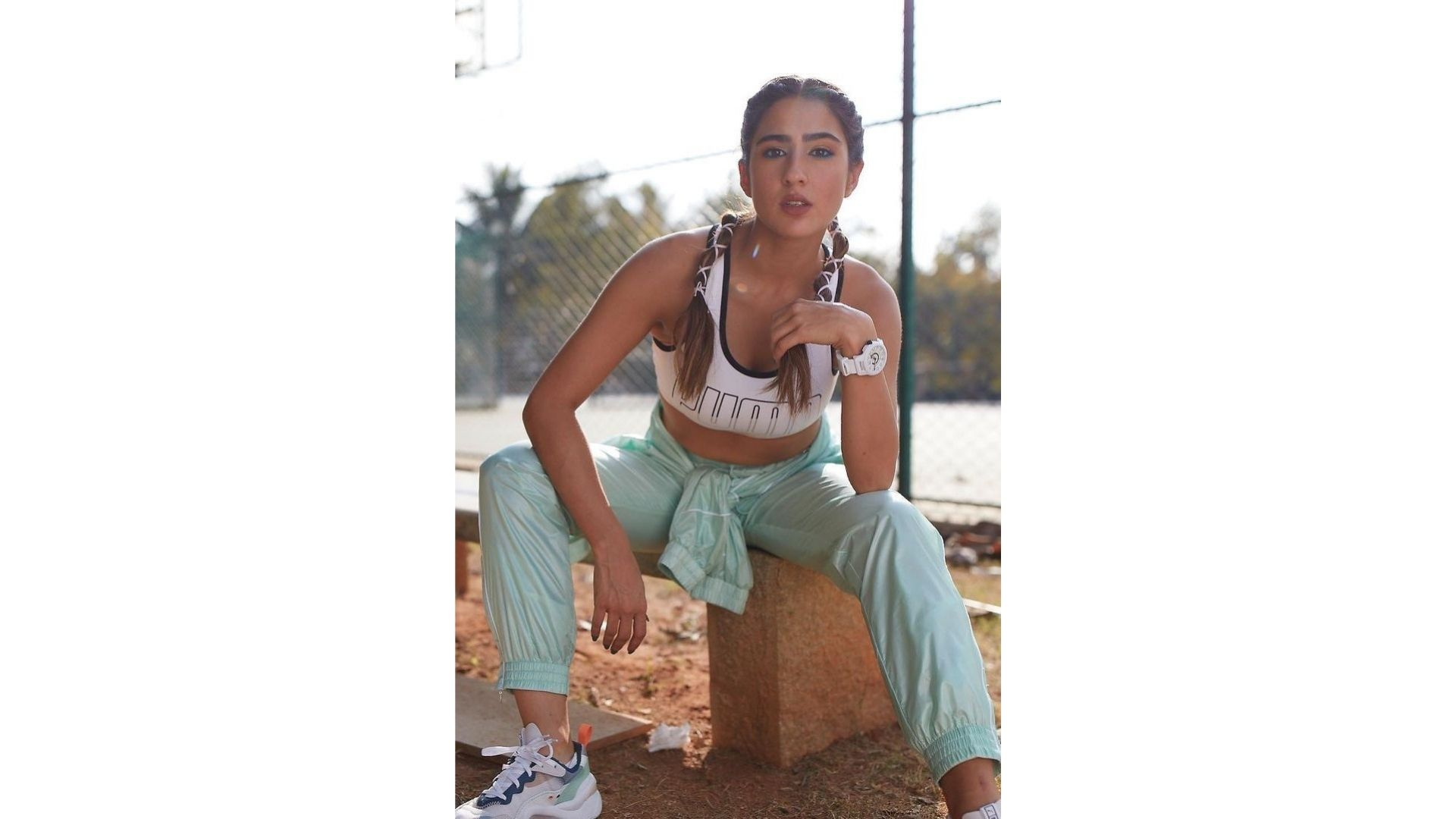 Sara Ali Khan Flaunts Her Perfect Physique Post Workout Session; Actress' Charming Glow Is Hard To Miss