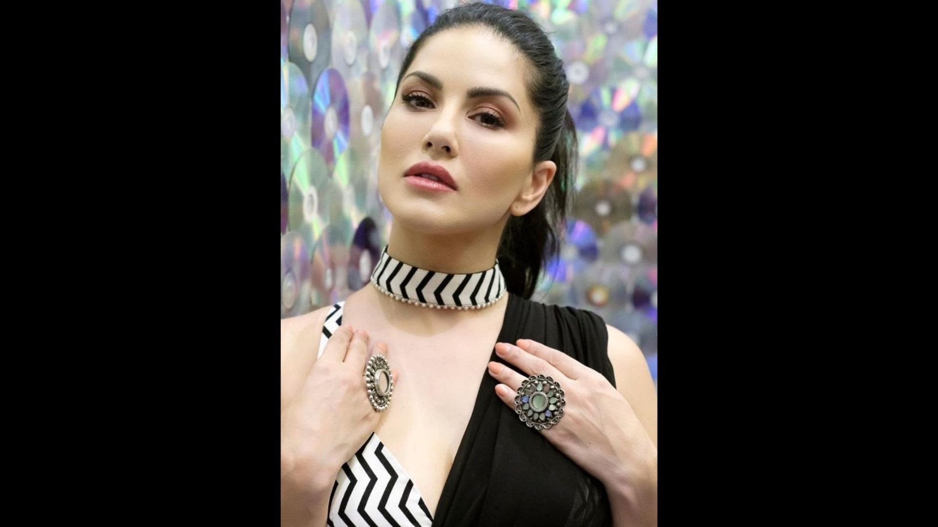 Sunny Leone Looks Breathtakingly Hot In Her Black Saree And Striped Blouse; Her Pictures Will Make Your Hearts Flutter