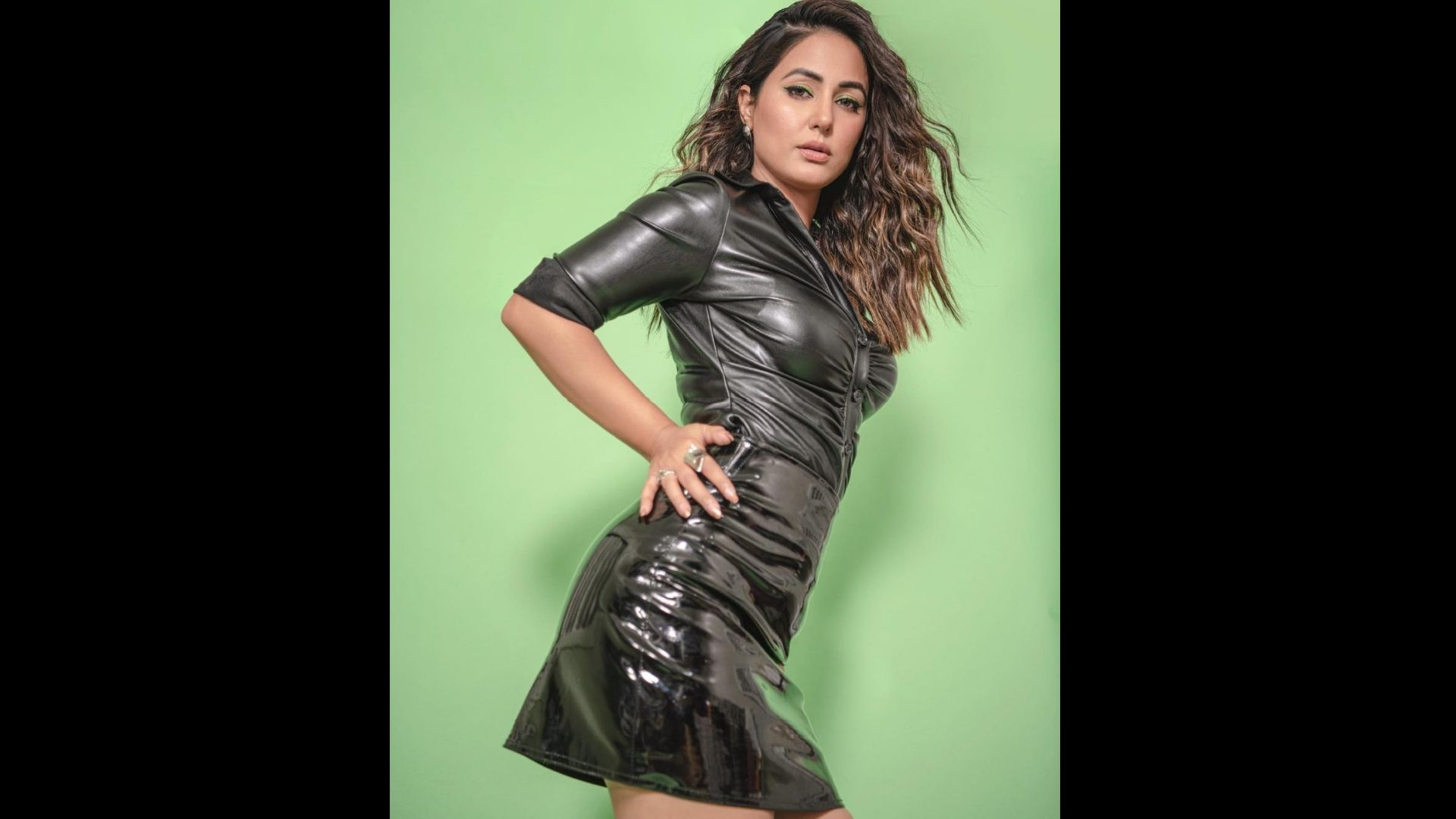 Hina Khan Looks Amazing In Her New Metallic Outfit And Woos Her Fans