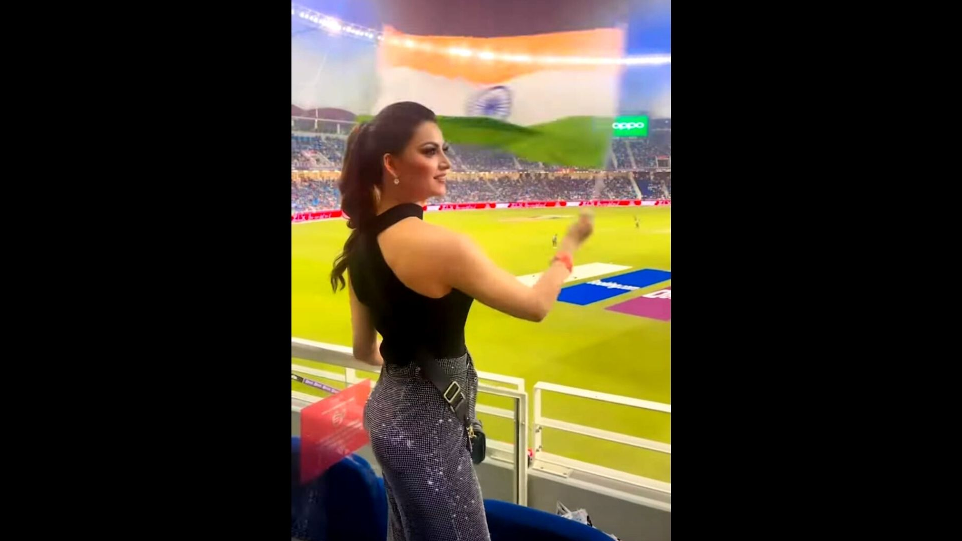 India Vs Pakistan T20 World Cup: Urvashi Rautela Waves Indian Flag With Full Enthusiasm In The Stadium As She Cheers For Team Blue