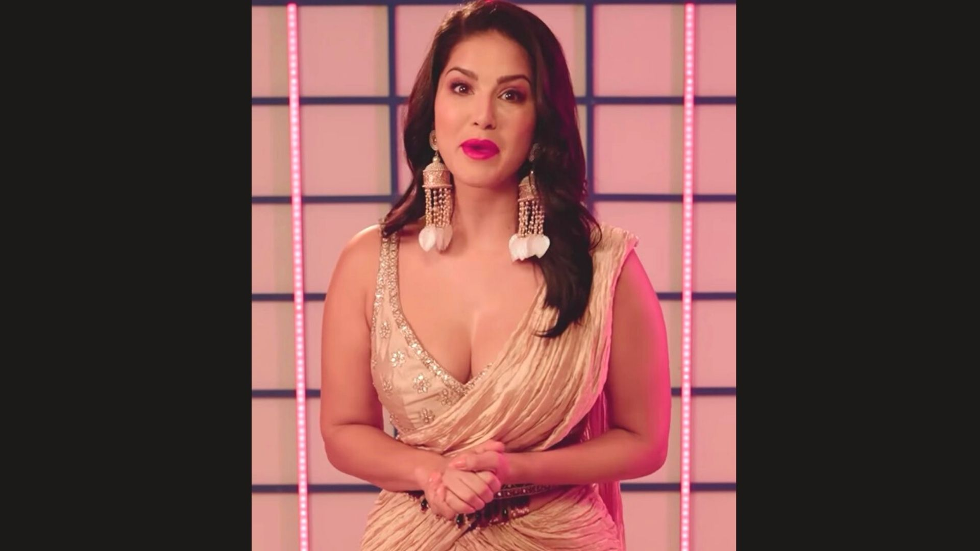 Sunny Leone's Beige Fusion Saree And Statement Earrings Are A Perfect Add-On For Your Diwali Attire – SEE PICS