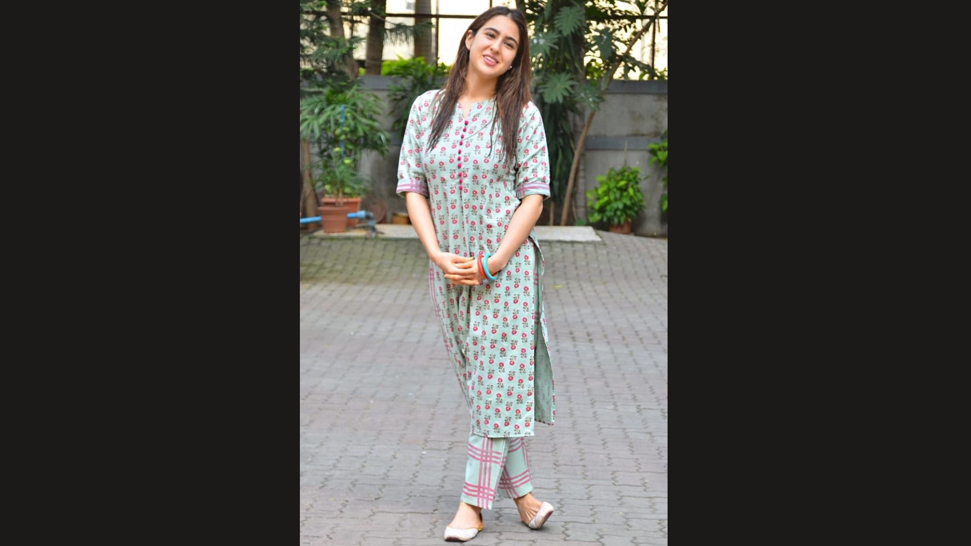 Sara Ali Khan Is Making Every Hair Flip Count In Her Cotton Printed Kurti And Juttis As She Gets Snapped – SEE PICS