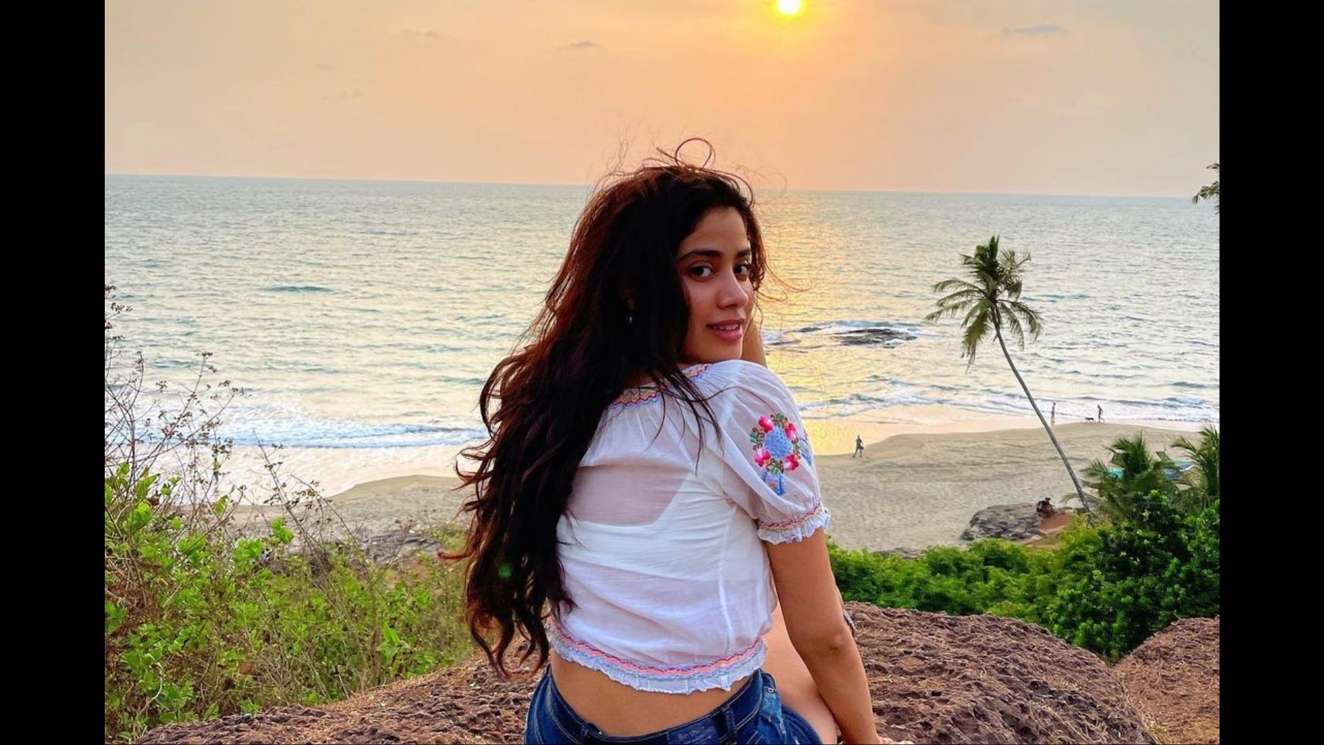 Janhvi Kapoor's Obsession With Bags Continue; A Bag She Donned For An Event Will Cost You An Arm And A Leg