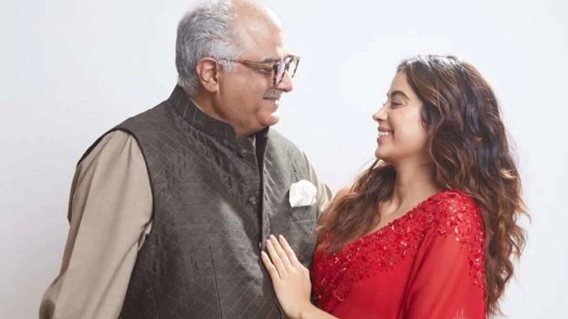 Janhvi Kapoor Chastises Paparazzi For Asking Boney Kapoor To Remove His Mask; We Nod In Agreement