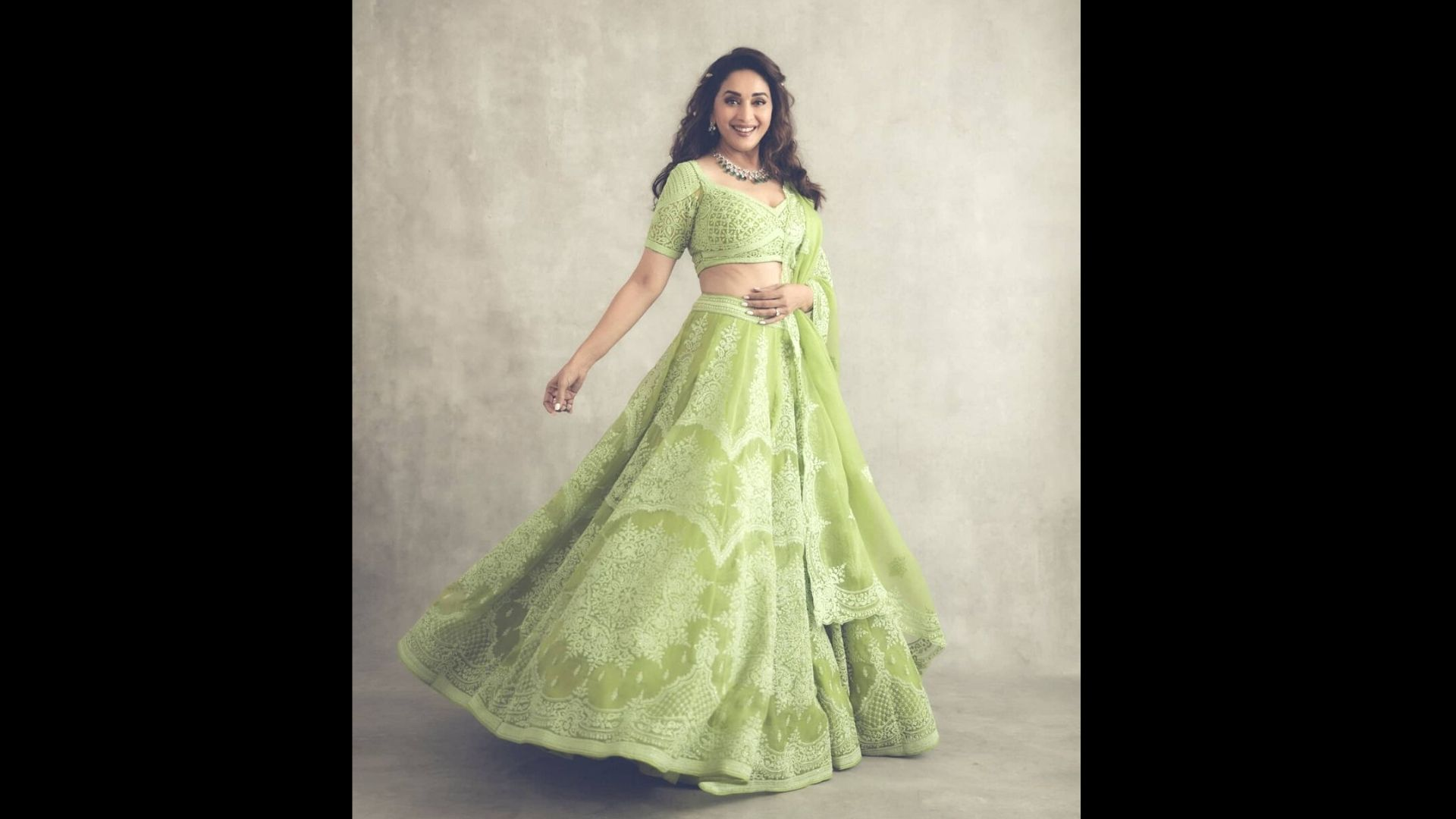 Madhuri Dixit's Top 3 Dance Deewane Look That Will Make You Fall For The Dhak Dhak Girl All Over Again