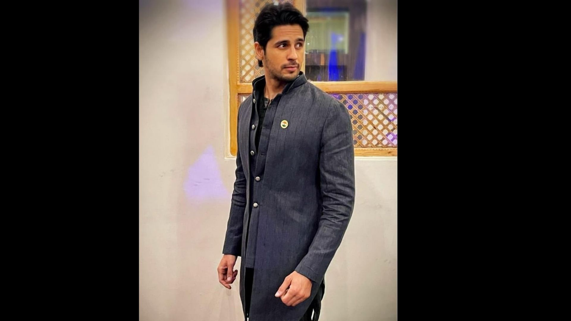 Sidharth Malhotra Recreates His Iconic Scene From His Blockbuster Film With The Cutest Fan Ever – VIDEO Inside