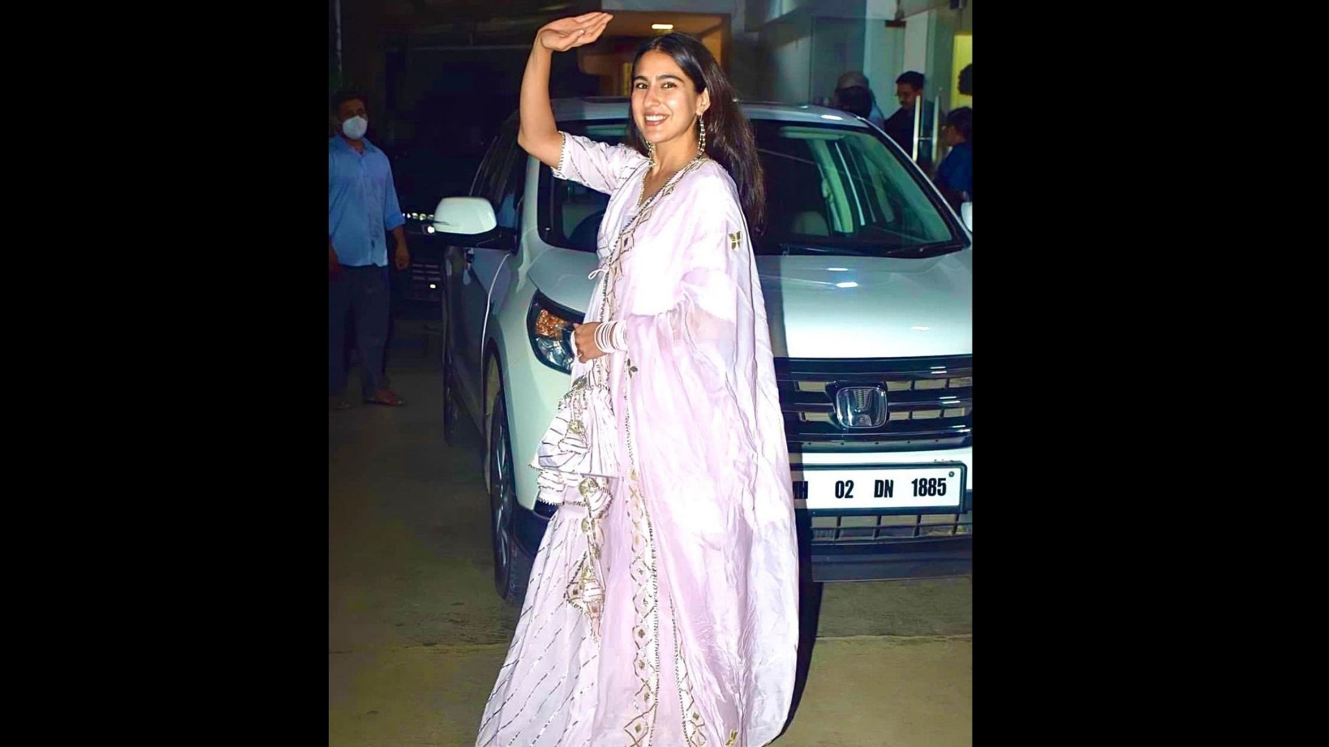 Sara Ali Khan Spotted With Her Mother Amrita Singh, Cheering And Supporting Vicky Kaushal On His Newest Release