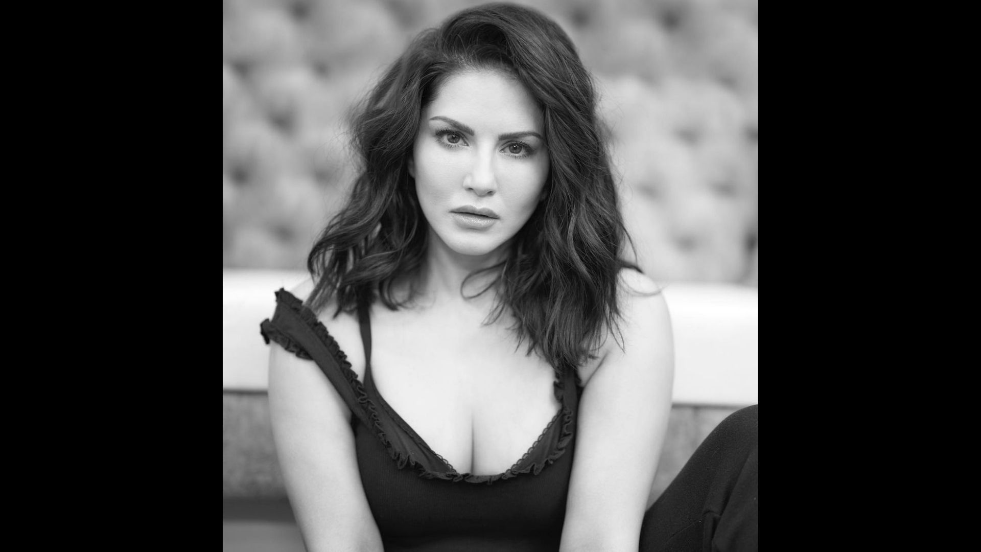 Sunny Leone's Monochromatic Posts Will Make You Weak In Your Kness – SEE PICS