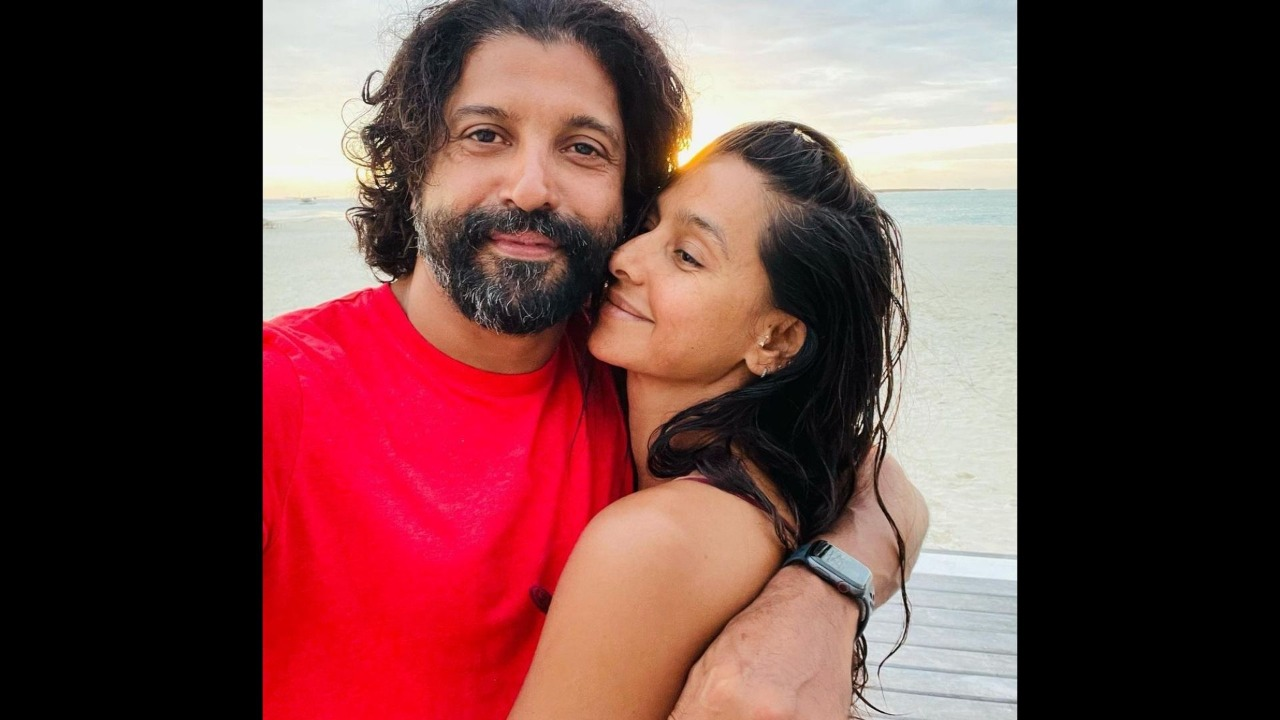 Farhan Akhtar Shares A Mushy Pic With Ladylove Shibani Dandekar With A Cryptic Caption; Actress' Reply Will Seize Your Hearts – Seen Yet?